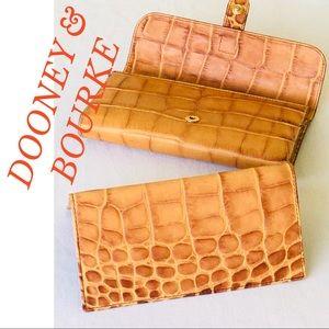 DOONEY & BOURKE CROC EMBOSSED WALLET/CHECK